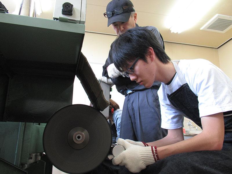 金属研磨技術普及のために設立された「磨き屋一番館」