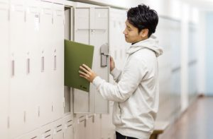 ロッカー:道具や作品を収納できる、自分専用のロッカーです。