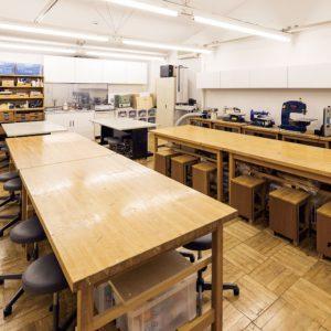 工房:木工や造形の制作をします。